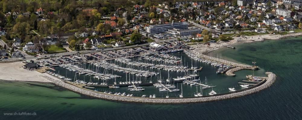 Luftfoto af en lystbådehavn i Danmark© SH Luftfoto