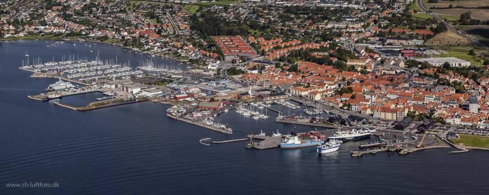 Luftfoto af Faaborg by og Faaborg Havn
