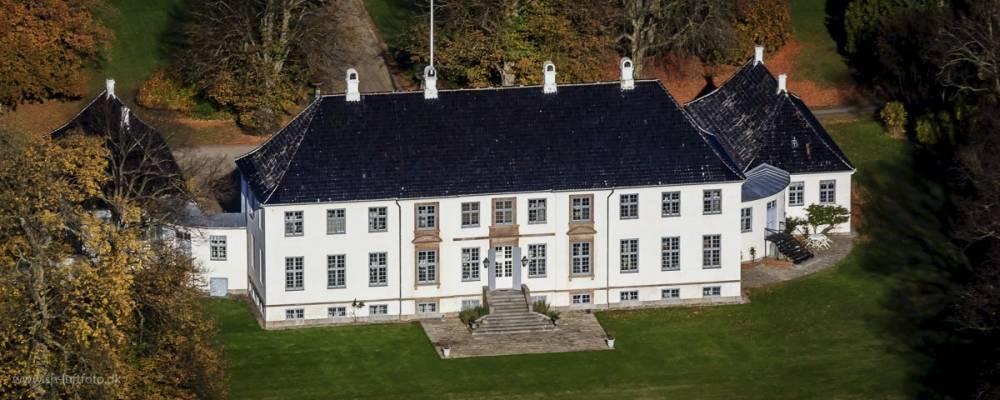 Luftfoto af en herrgård i Danmark