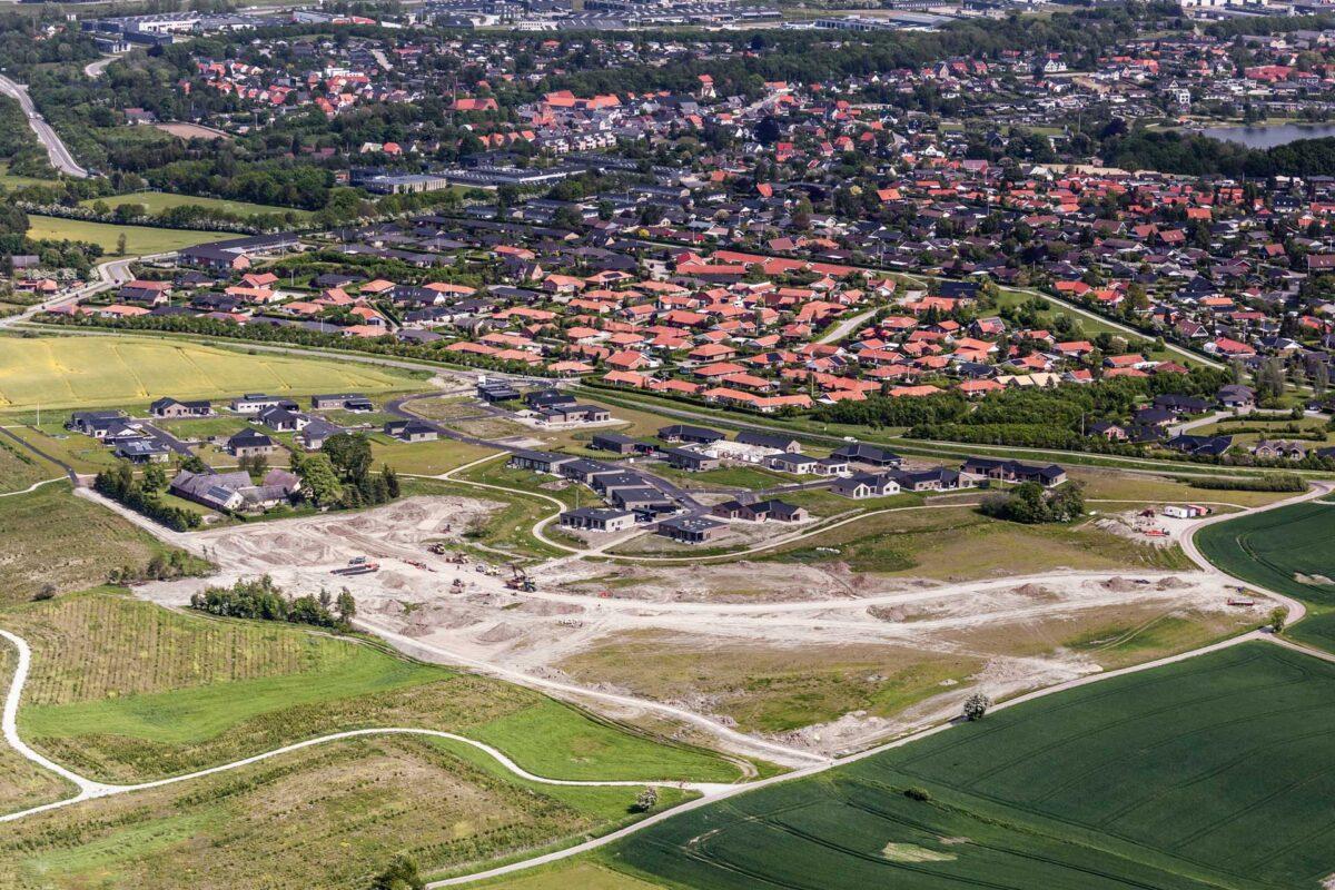 Luftfoto af en udstykning af byggegrunde
