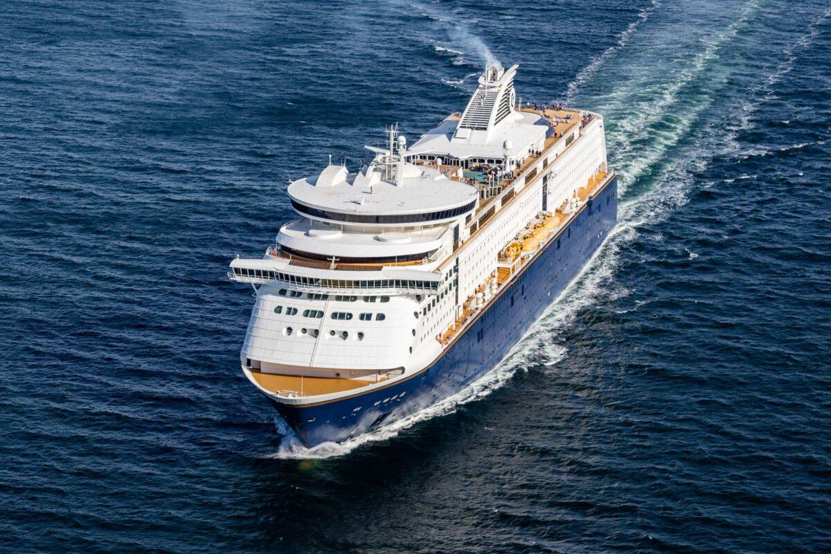 Krydstogtskib på havet lotograferet fra luften