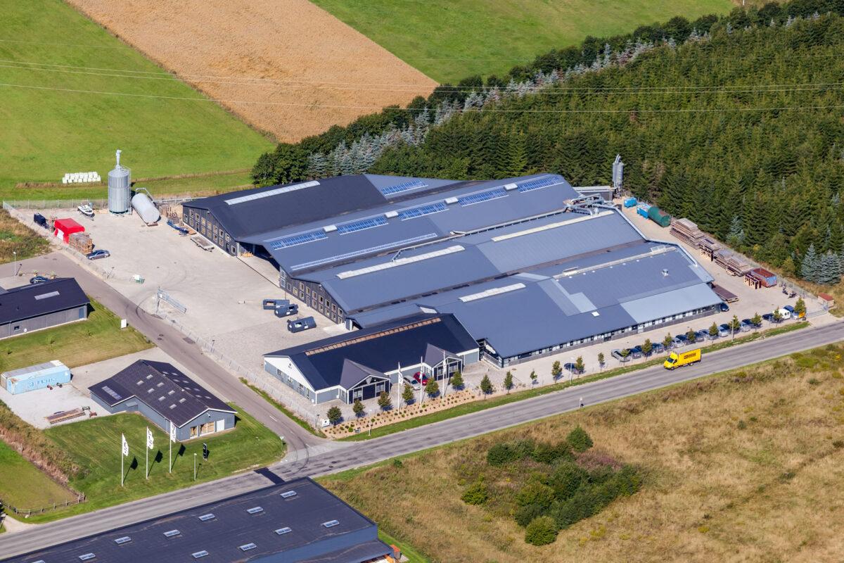 En fremstillingsvirksomhed fotograferet fra luften