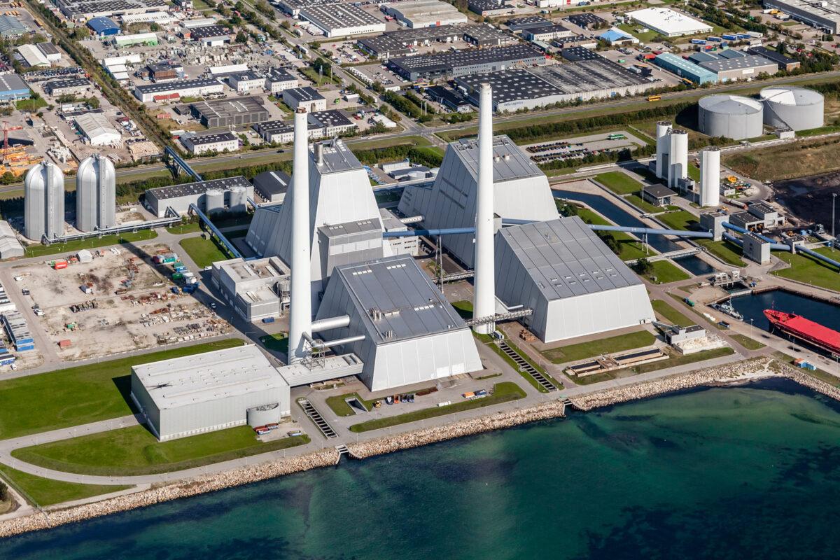 Luftfotografi af stort elkraftværk